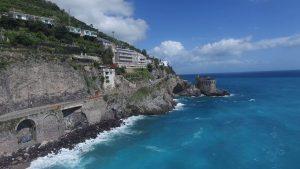 Vedere din vasul de croazieră spre Coasta Amalfi