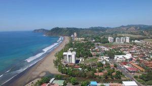 Plaja și orașul Jacó, Costa Rica - vedere aeriană